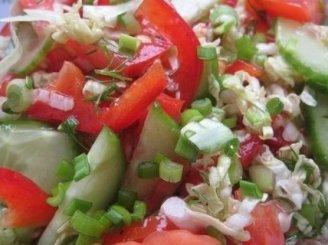 Salotos iš ankstyvųjų daržovių