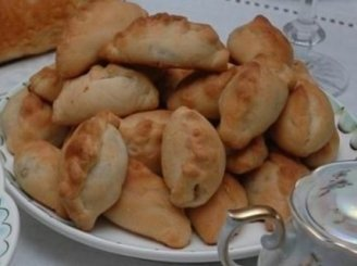 Bulvių ir bruknių pyragėliai