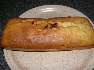 Pyragas su raudonais serbentais