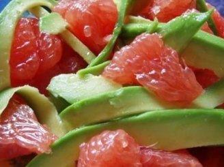 Salotos su lašiša ir greipfrutais