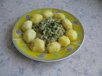 Bulvės su žaliuoju padažu