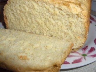 Balta duona su kukurūzų miltais ir sūriu