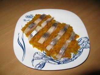 Troškintos morkos su silke