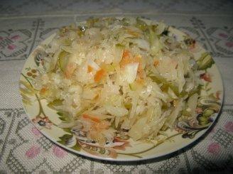 Raugintų kopūstų - agurkų salotos