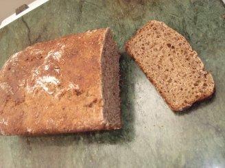 Juoda duona velykų rytui