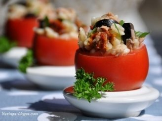 Salotos pomidoruose