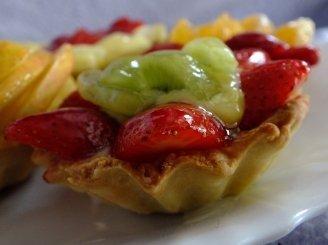 Tartaleta su plikytu kremu ir vaisiais