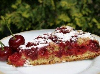 Vyšnių pyragas su lazdyno riešutais