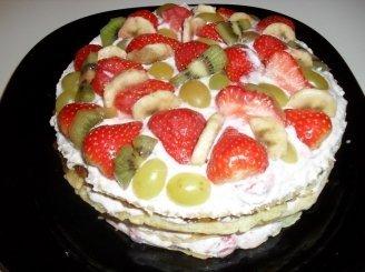 Blynų tortas su vaisiais