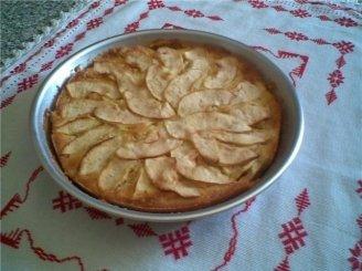 Pyragas su obuolių danga
