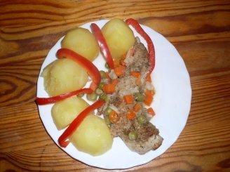 Triušiena su daržovėmis
