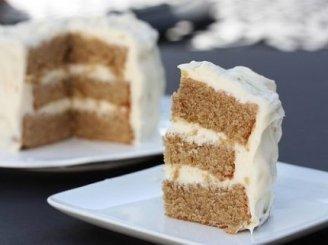 Medaus tortas su riešutais