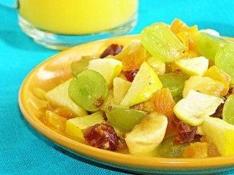 Turtingos vaisių salotos