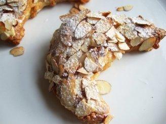 Croissant bandelės su migdolų įdaru