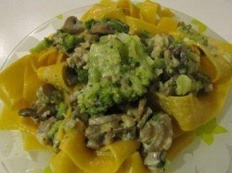 Makaronai su grybais ir brokoliais