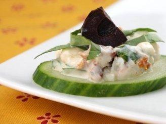 Graikiškos salotos ant agurko