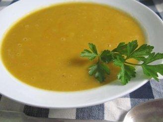 Geltonųjų pomidorų sriuba su moliūgais