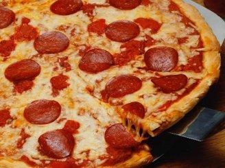 Naminė pica su saliami