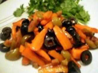 Troškintos morkos su alyvuogėmis (garnyras)
