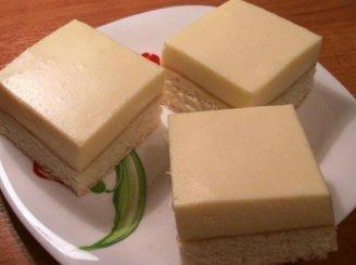 Biskvitinis pyragas su apelsinų suflė