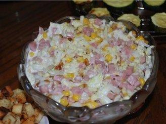 Pekino kopūstų salotos su kumpiu