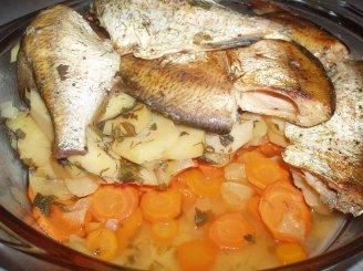 Troškinta žuvis su daržovėmis