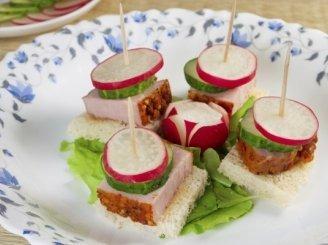Vieno kąsnio sumuštiniai su ridikėliais