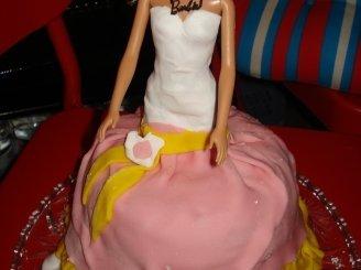 """Tortas """"Lėlė Barbė"""""""