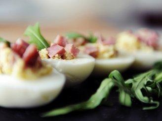 Farširuoti  kiaušiniai su kumpiu