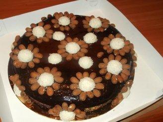 Šokoladinis pyragas su migdolais