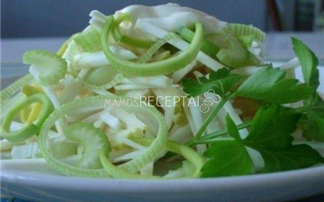 Kiaušinių salotos su salieru