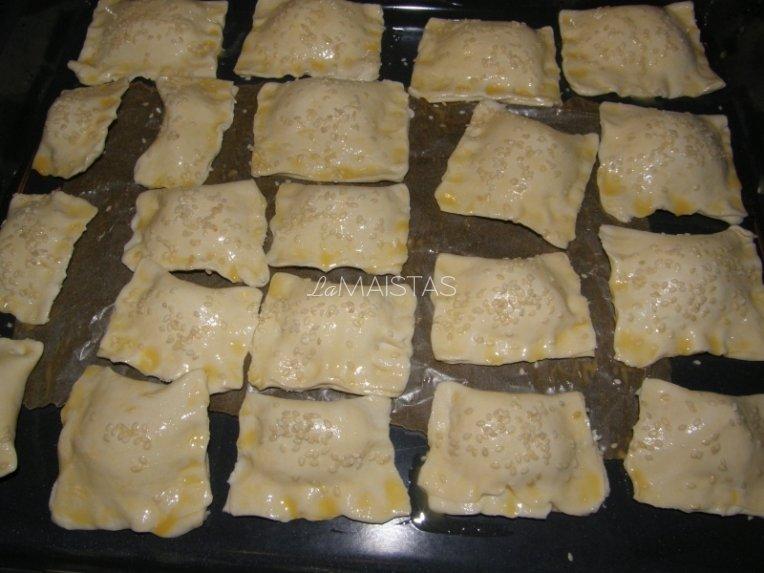 Krabų lazdelėmis įdaryti pyragaičiai