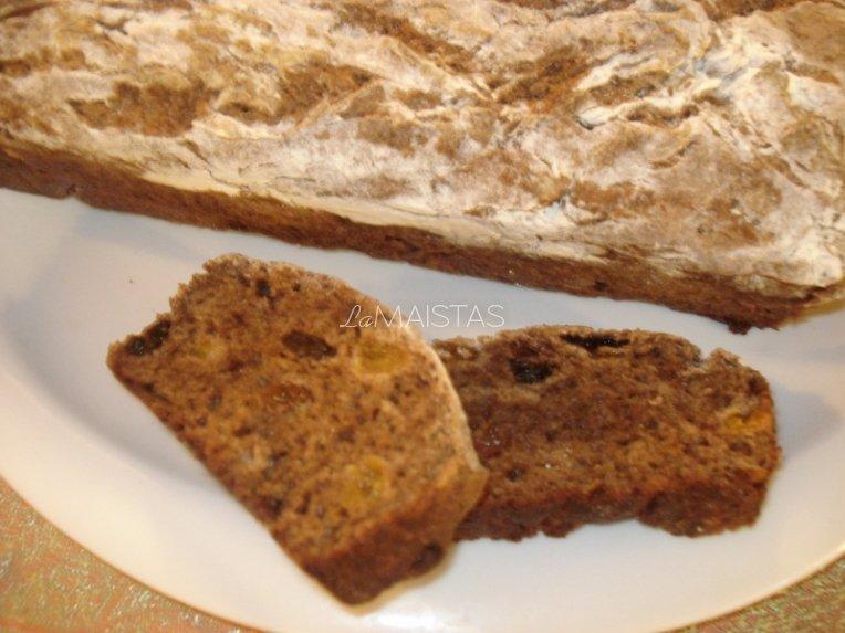 Rupių miltų duona su džiovintais vaisias