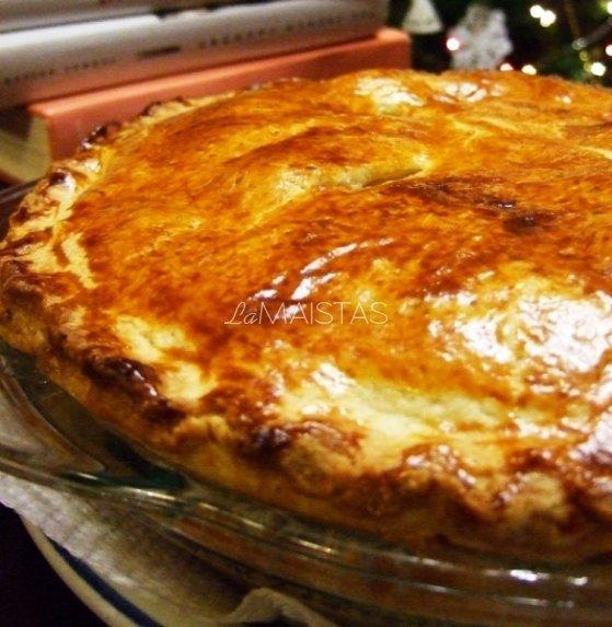 Obuolių pyragas su karamelės padažu