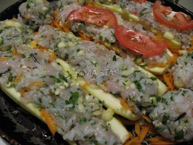 Vištiena ir ryžiais įdarytos cukinijos