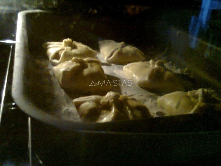 Pikantiški daržovių pyragėliai iš sluoksniuotos tešlos