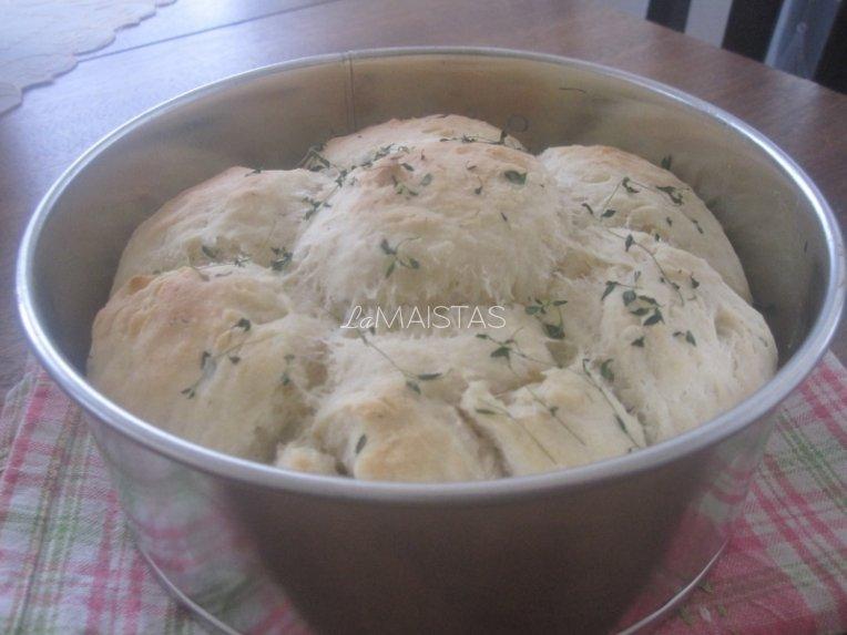 Balta duona su čiobreliais