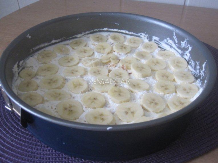 Meduolių ir bananų pyragas