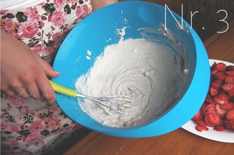 Maskarponės tortas su braškėmis