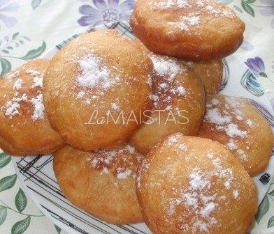Mielinės spurgos su džemu ir vaniliniu cukrumi