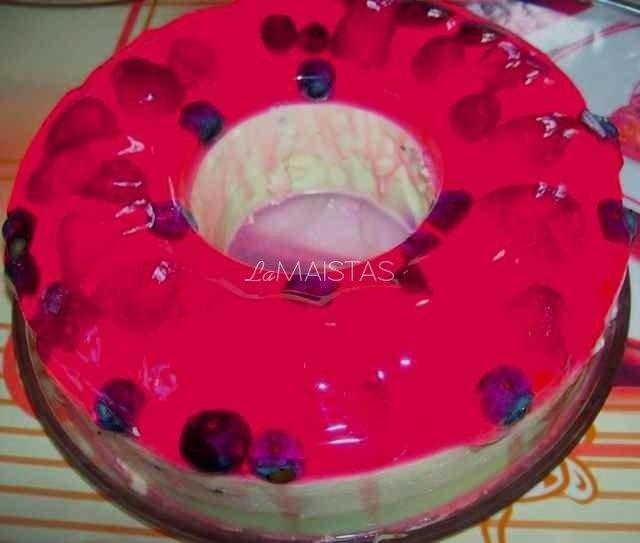 Spalvotas želė tortas