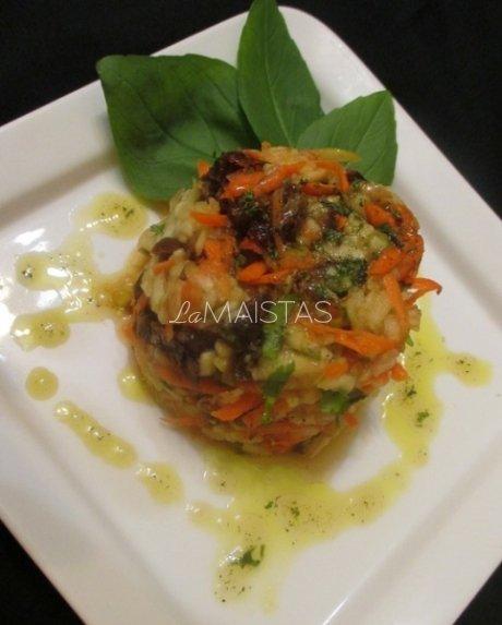 Obuolių ir morkų salotos paskanintos datulėmis