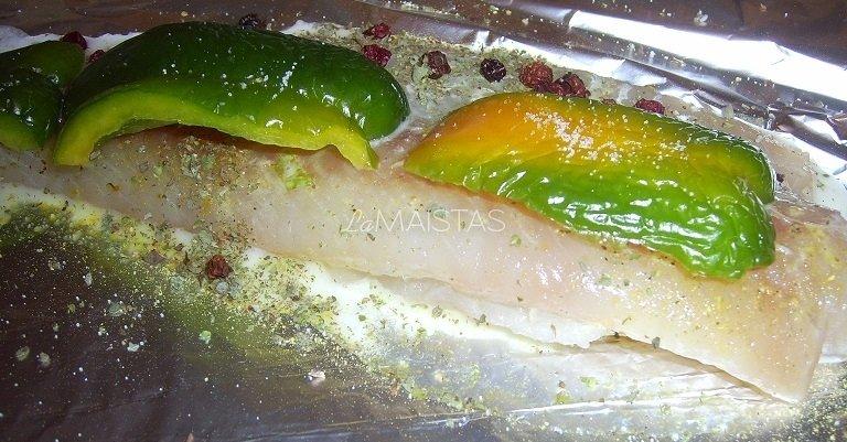 Paprikos apgaubta žuvis su džiovintomis bruknėmis
