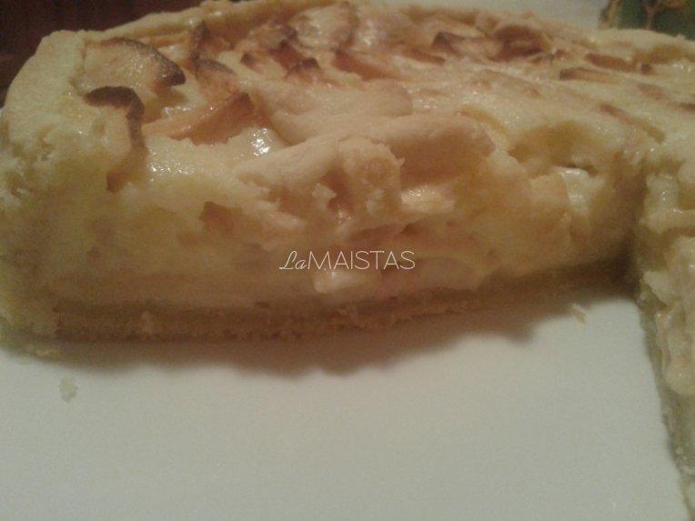 Obuolių pyragas su grietinės kremu