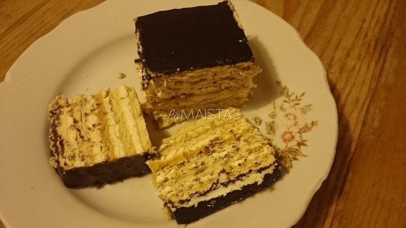 Sausainių ir varškės tortas