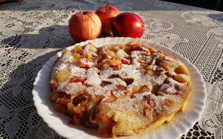 Lengvas obuolių pyragas be orkaitės