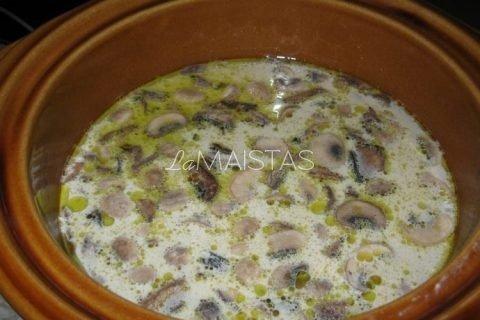 Perlinių kruopų sriuba su džiovintais baravykais