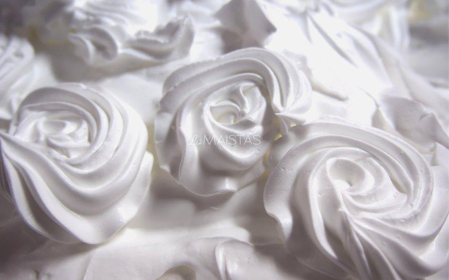 Baltyminis kremas tortams ir pyragams papuošti
