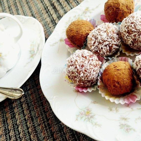 Sveiki džiovintų vaisių riešutų saldainiai be cukraus