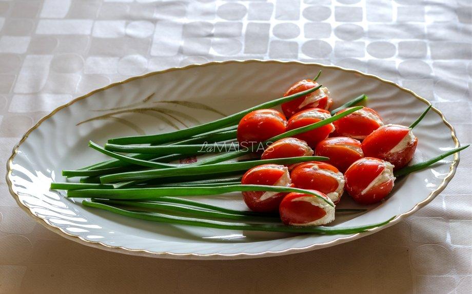 Tulpės i� vy�ninių pomidoriukų - greita, skanu, gražu ir tik 3 ingredientai